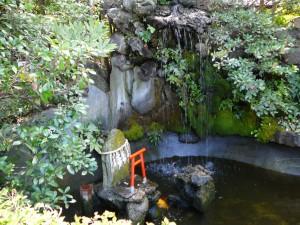 八剱八幡神社の池